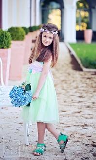 Festliches Kinderkleid mit Tüllrock und Röschen  - Modell 227