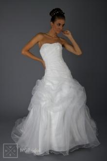 Brautmode 2013 - gerafftes tailliertes Brautkleid - 1808