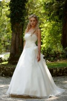 Schlichtes Brautkleid aus handdekoriertem Taft mit vollkommenen Formen - 7101