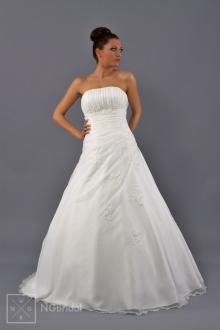 Schlichtes Brautkleid mit feiner Spitze und Swarovski Kristallschmucksteinen. Die Toilette gibt das Gefühl für Eleganz und Zärtlichkeit. - 1708