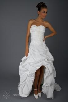 Tailliertes Hochzeitskleid kniefrei und süße Schleppe - 1804