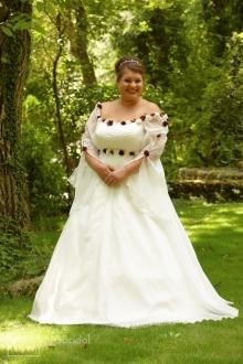 Feines Brautkleid für zukünftige Mütter.  - 7105