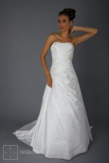 Schlichtes elegant gerafftes Brautkleid mit Spitze und Schleppe  - 1827
