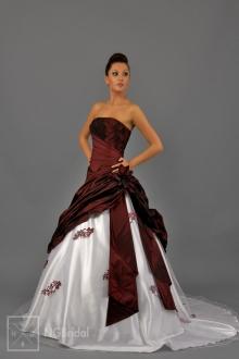 Kleid in zwei Farben aus luxuriösem Taft und elastischem Tüll. Durch die Spitze im Unterteil akzentuiert die Toilette die Taille und gibt das Gefühl für Noblesse und Grazie - 1716
